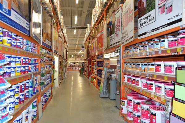 полки для стеллажей строительного супермаркета